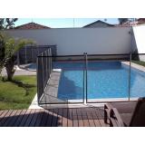 cerca removível na piscina